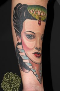 neotrad queen portrait in colour by justin acca