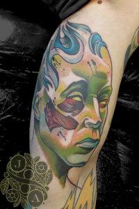 Zombie Man Tattoo y Justin Acca